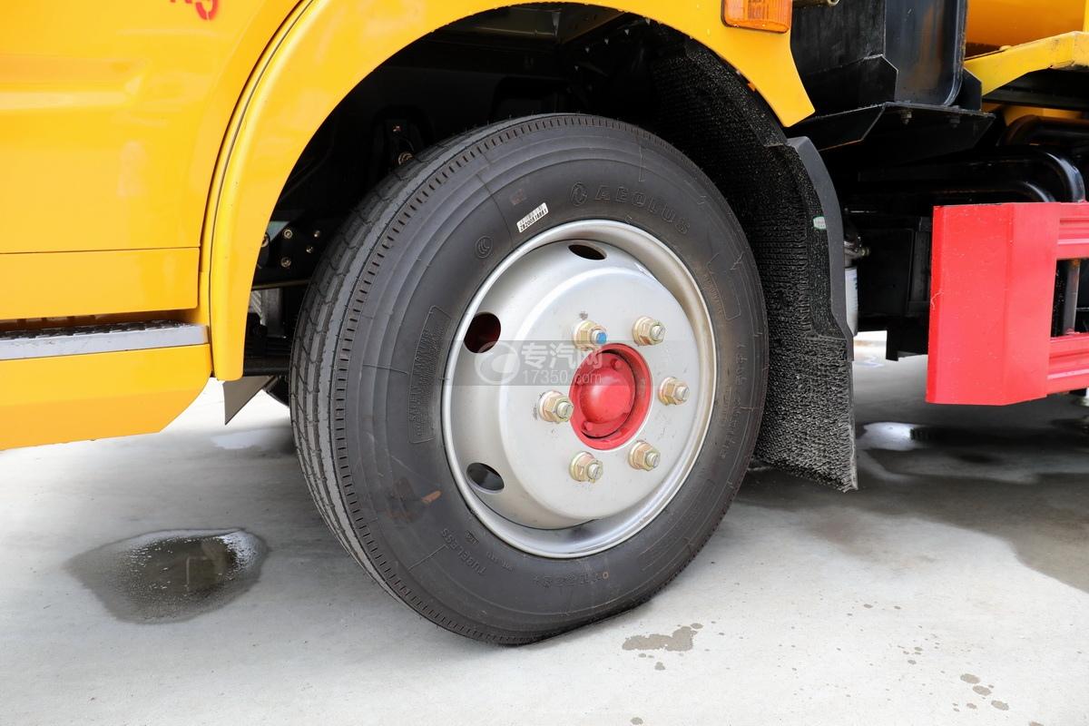 东风多利卡D7国六清洗吸污车(一体式罐体)轮胎