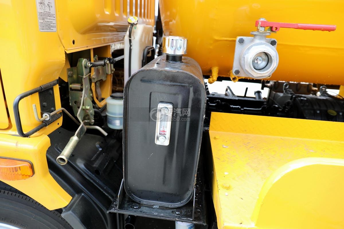 东风多利卡D7国六清洗吸污车(一体式罐体)液压油箱