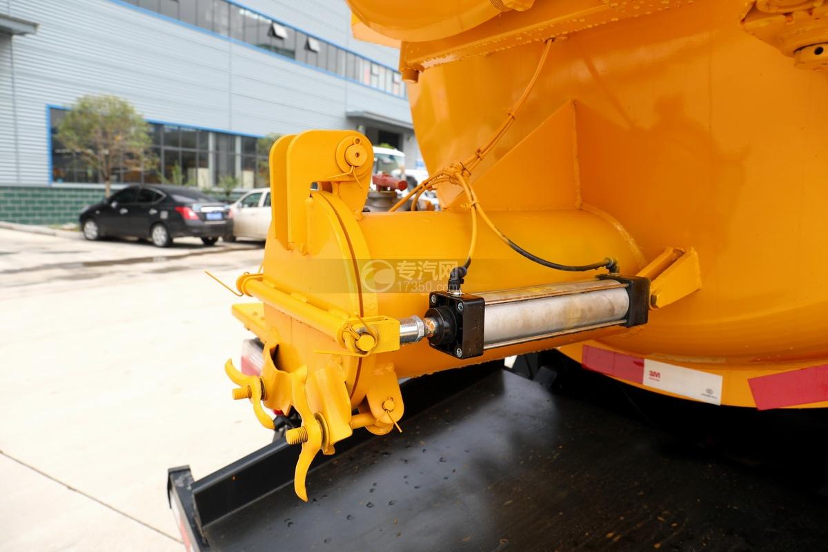 东风多利卡D7国六清洗吸污车(一体式罐体)细节