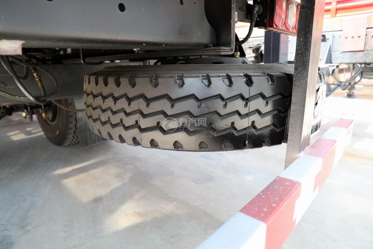 陕汽德龙L3000单桥10吨直臂随车吊备胎