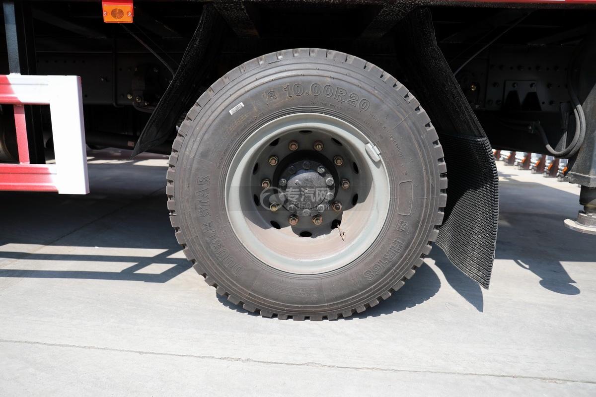 陕汽德龙L3000单桥10吨直臂随车吊轮胎