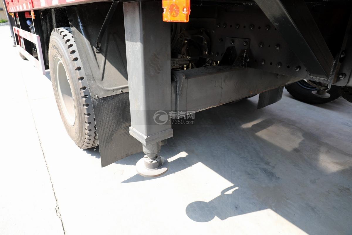 陕汽德龙L3000单桥10吨直臂随车吊后支腿