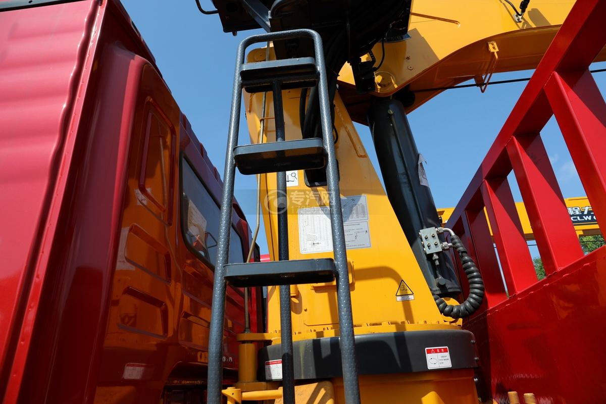陕汽德龙L3000单桥10吨直臂随车吊安全爬梯
