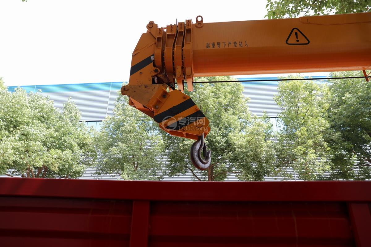 东风D3后双桥12吨直臂随车吊吊机细节
