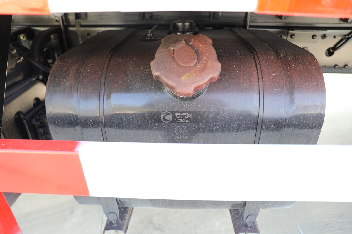 东风天锦国五6.7米气瓶运输车油箱