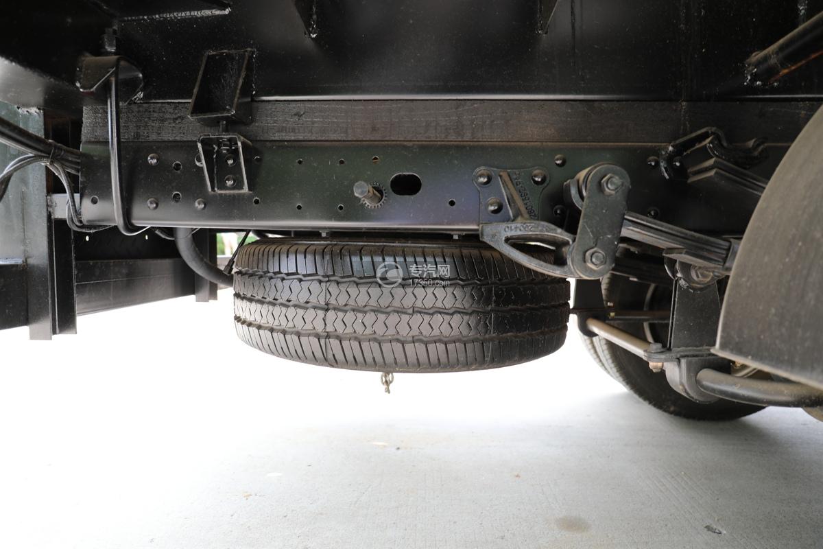 飞碟缔途双排国六13.5米折叠臂式高空作业车备胎