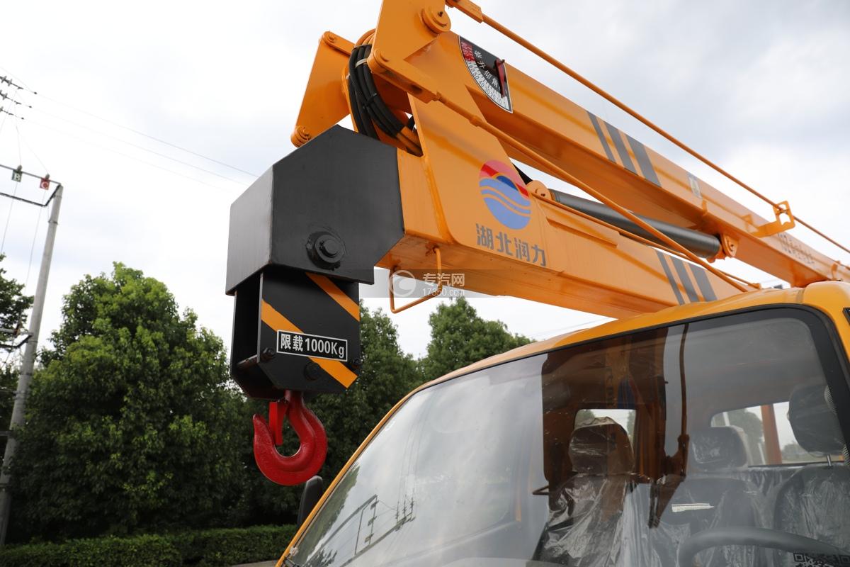 飞碟缔途双排国六13.5米折叠臂式高空作业车吊钩