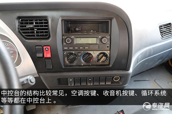 陜汽軒德X6單橋一拖二帶吊清障車評測中控臺