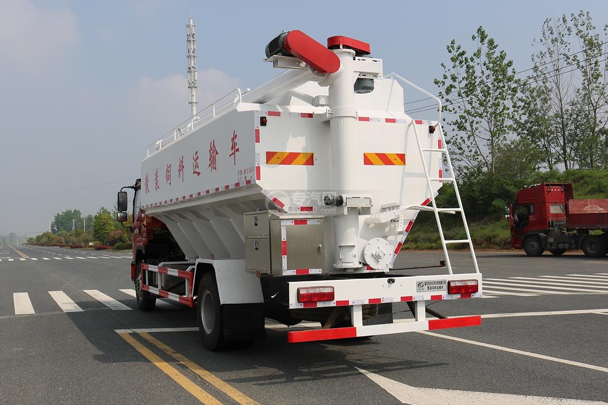 飞碟奥驰V6单桥散装饲料运输车侧后方图