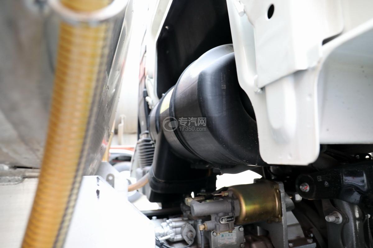 重汽豪沃T5G后双桥国五24方铝合金运油车细节