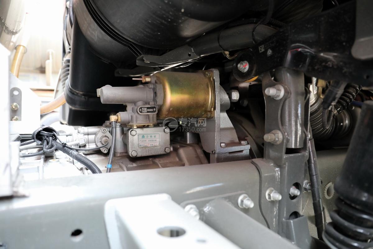 重汽豪沃T5G后雙橋國五24方鋁合金運油車細節