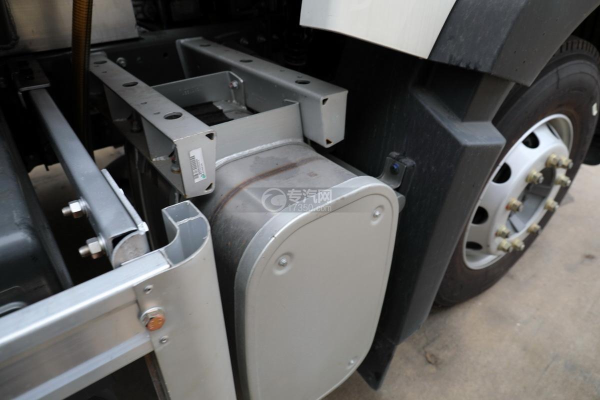重汽豪沃T5G后双桥国五24方铝合金运油车尾气处理装置