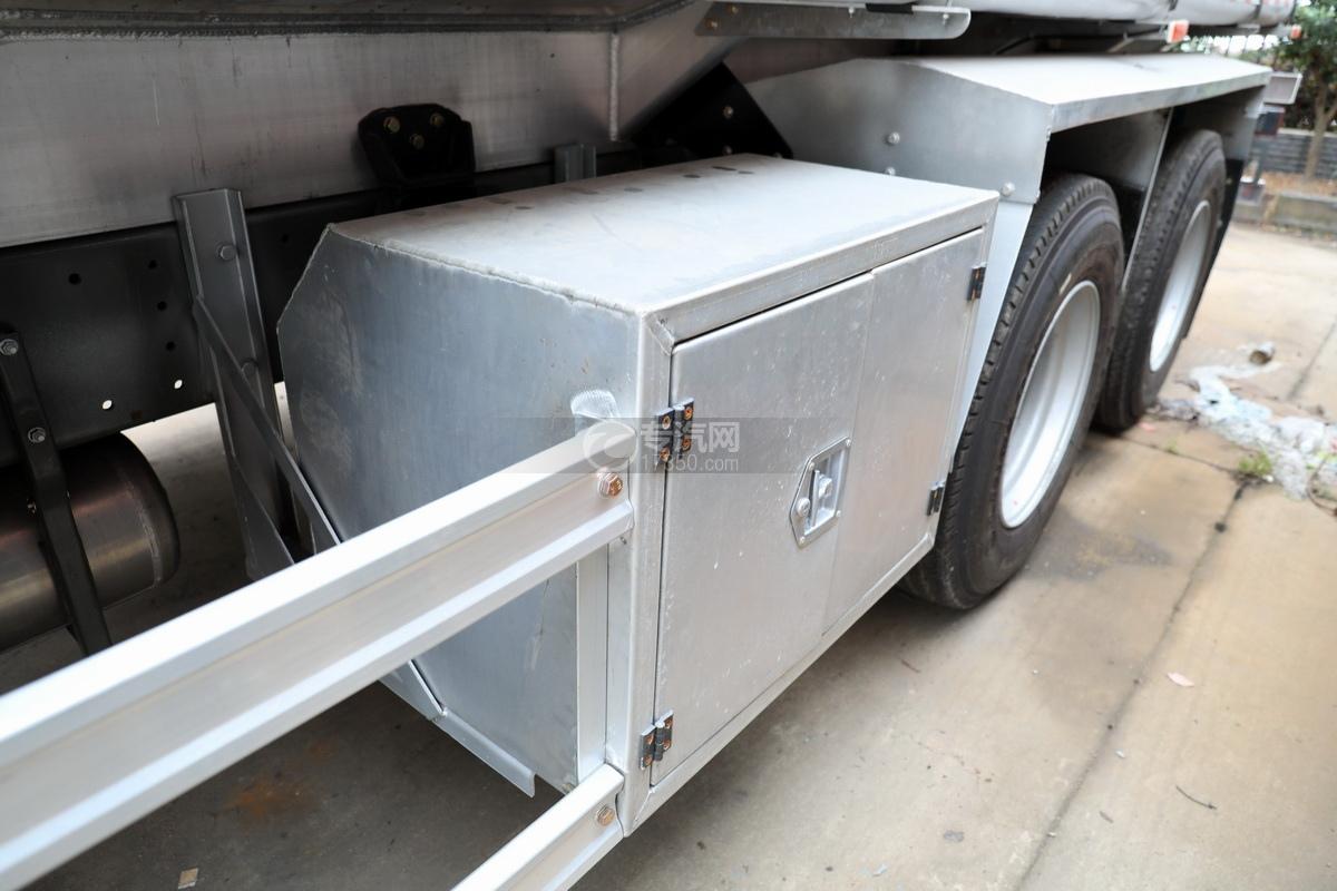 重汽豪沃T5G后双桥国五24方铝合金运油车工具箱