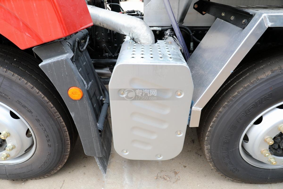 解放悍V2.0高顶前四后六25.9方铝合金运油车尾气处理装置