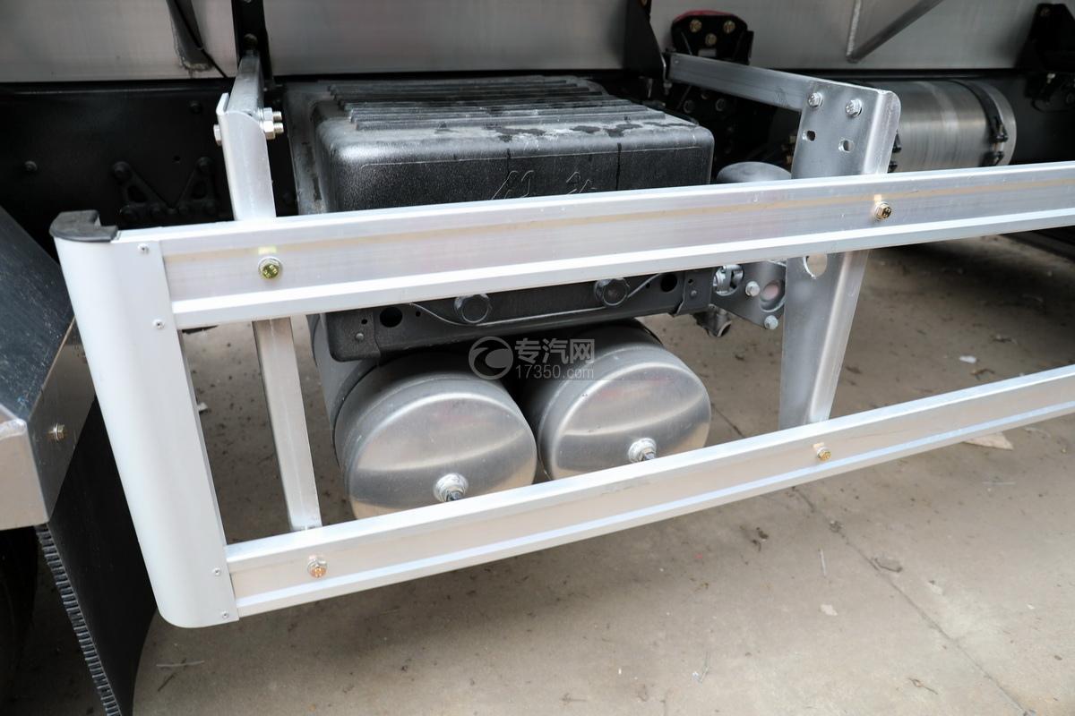 解放悍V2.0高顶前四后六25.9方铝合金运油车蓄电池、储气罐