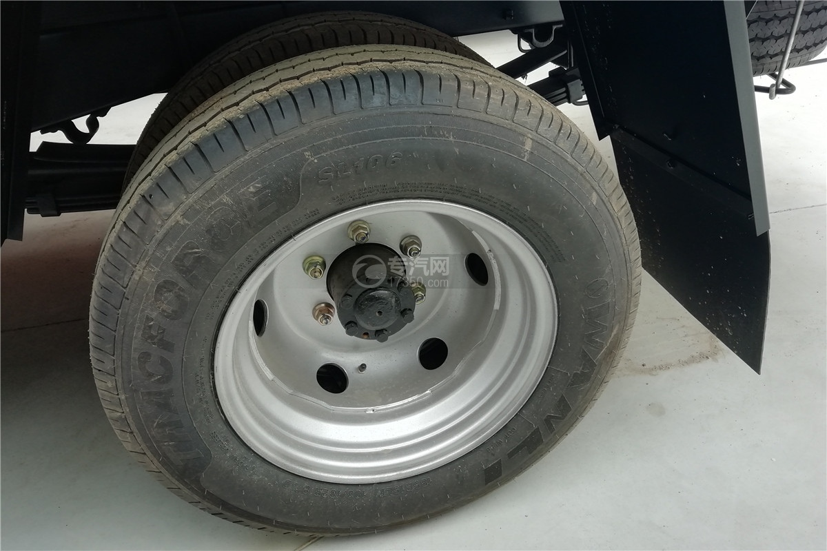 躍進小福星S70國六3.2米醫療廢物轉運車輪胎