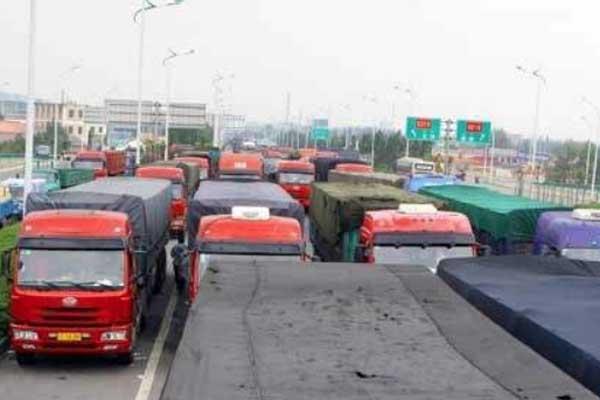 農村公路都要設超限檢車站點了 你還敢超載?