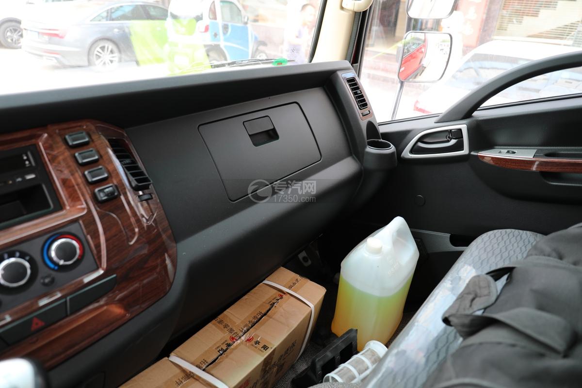 大运新奥普力国五4.05米冷藏车副驾驶台