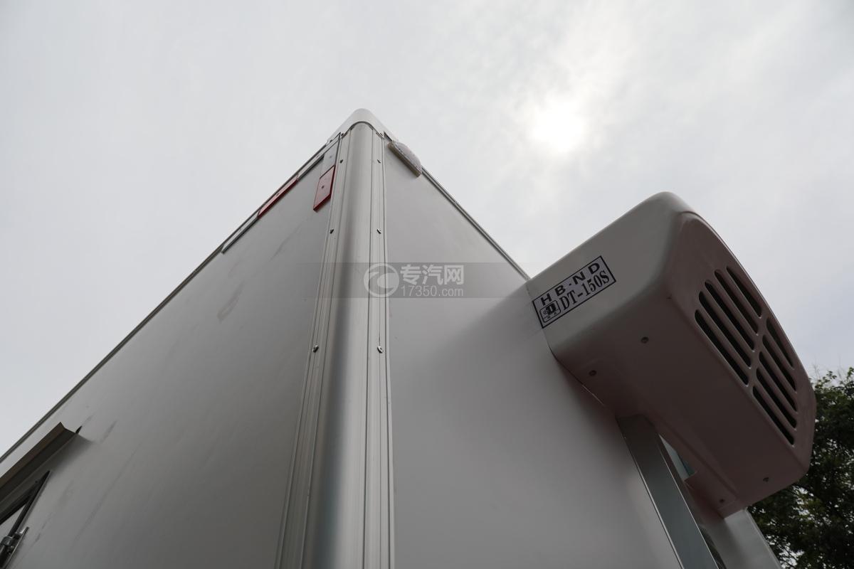 大运新奥普力国五4.05米冷藏车包角
