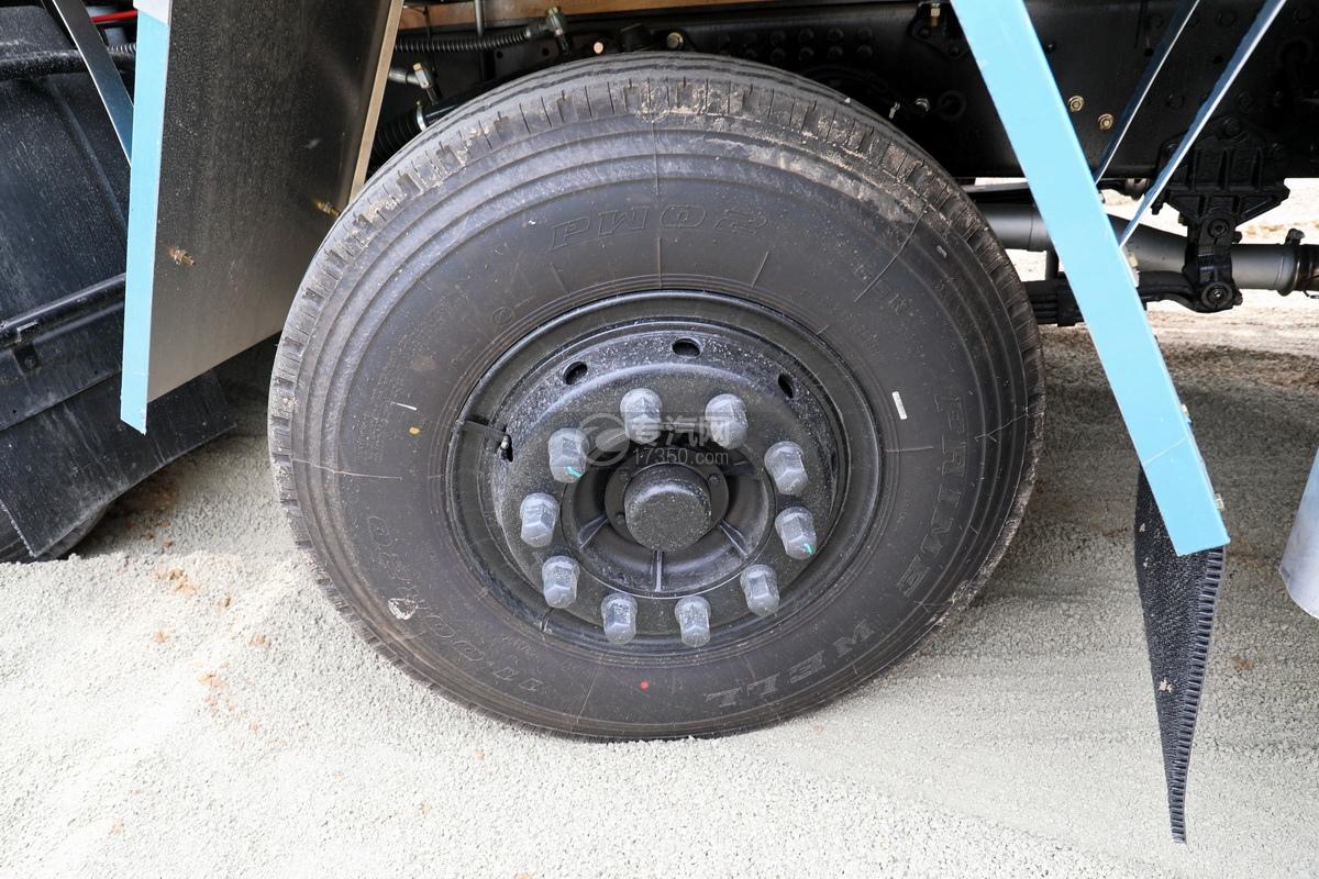 东风天龙VL前四后八畜禽运输车轮胎