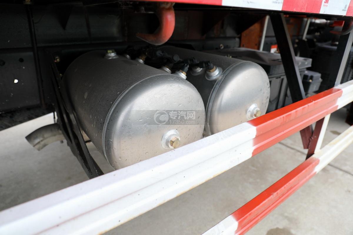 大运新奥普力国六5吨直臂随车吊储气罐