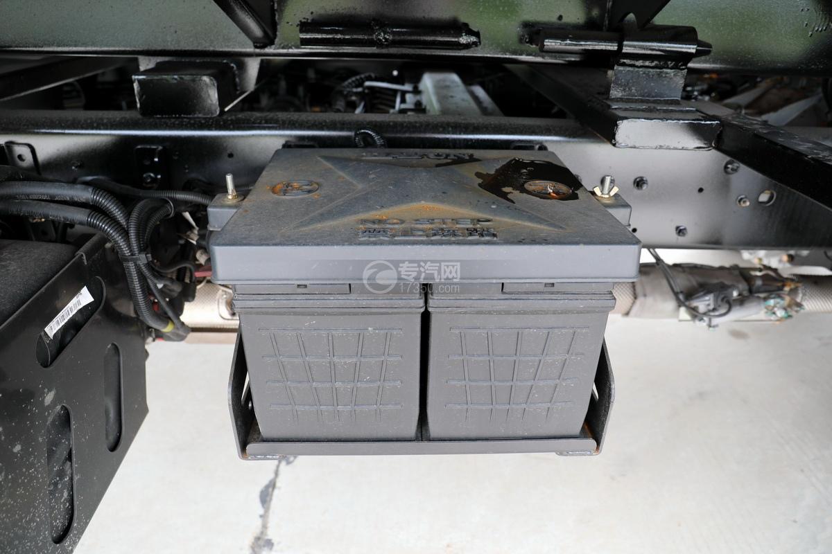 大運奧普力國六4400軸距一拖二清障車蓄電池