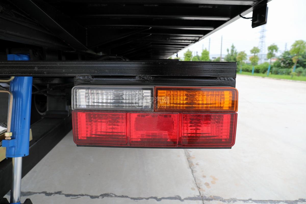 大運奧普力國六4400軸距一拖二清障車尾燈