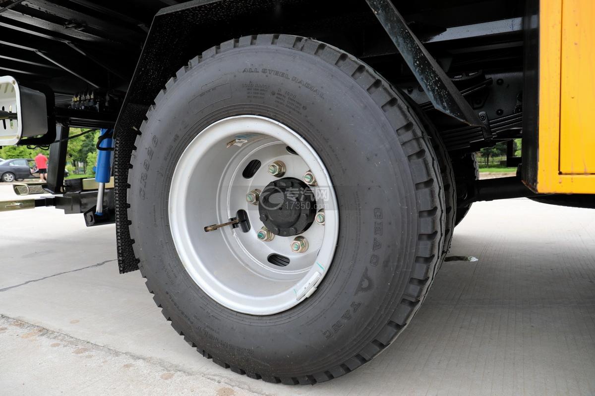 大運奧普力國六4400軸距一拖二清障車輪胎