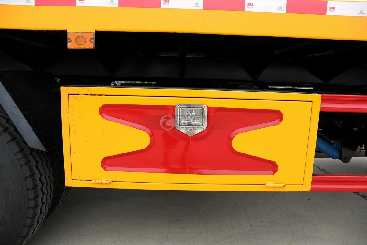 大運奧普力國六4400軸距一拖二清障車工具箱