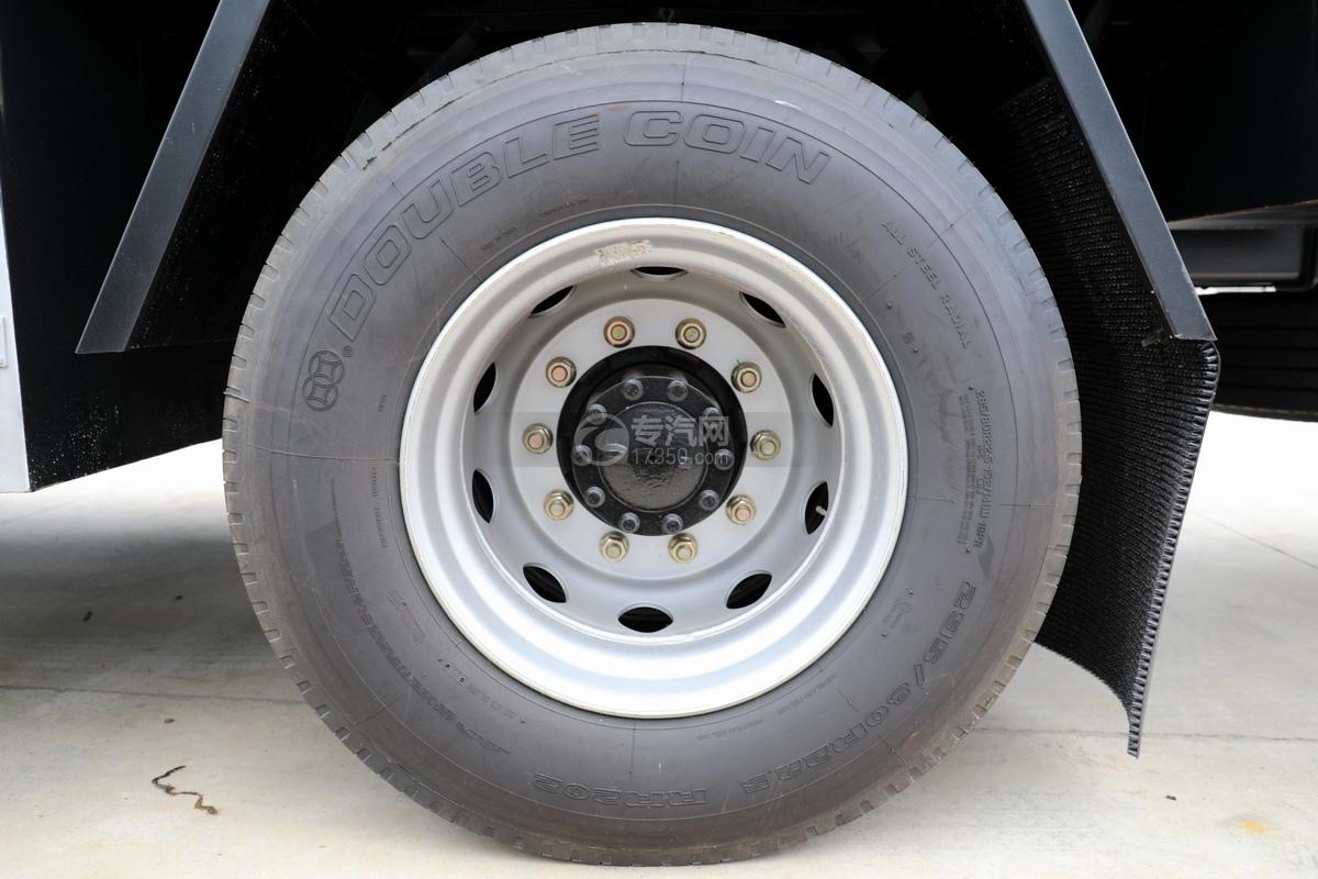 解放龍V小三軸國五21.7方運油車輪胎
