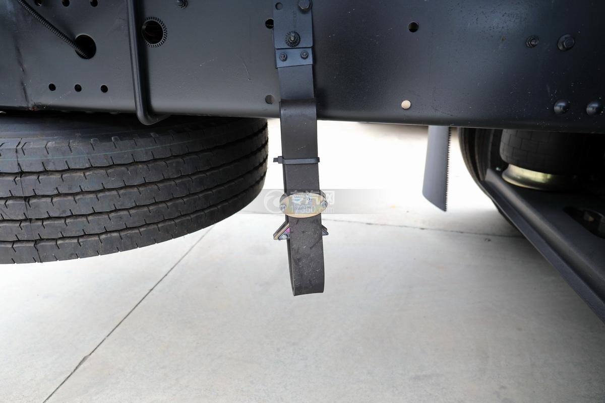 解放龍V小三軸國五21.7方運油車靜電帶