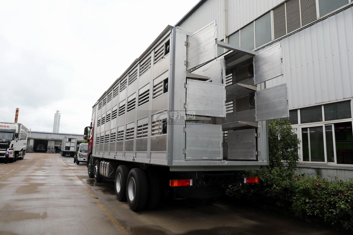 东风天龙KL前四后八国五畜禽运输车左后图