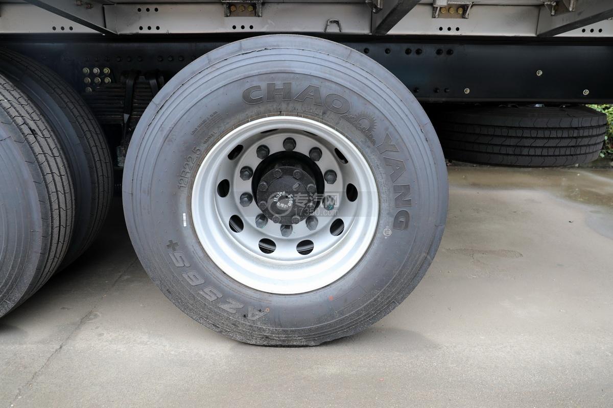 东风天龙KL前四后八国五畜禽运输车轮胎
