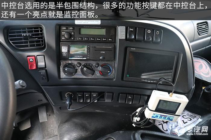 东风天龙VL前四后八畜禽运输车评测中控台