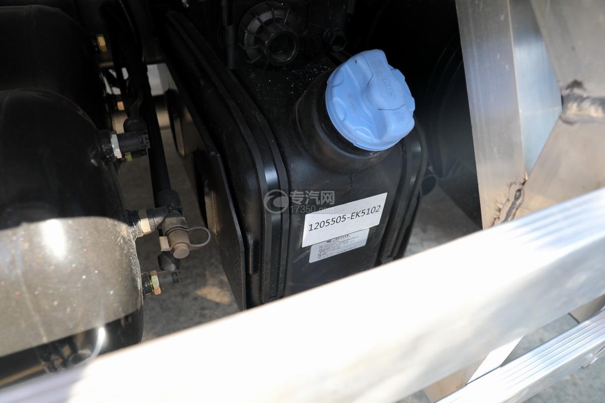 东风多利卡D7国六畜禽运输车尿素罐