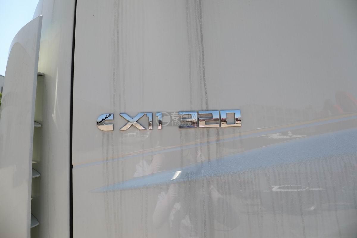 福田欧曼ETX前四后八散装饲料运输车外观细节