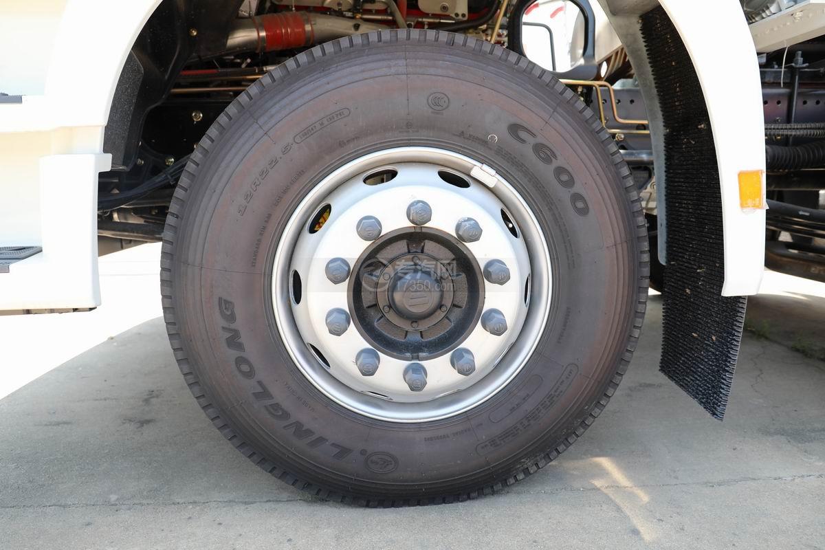 福田欧曼ETX前四后八散装饲料运输车轮胎