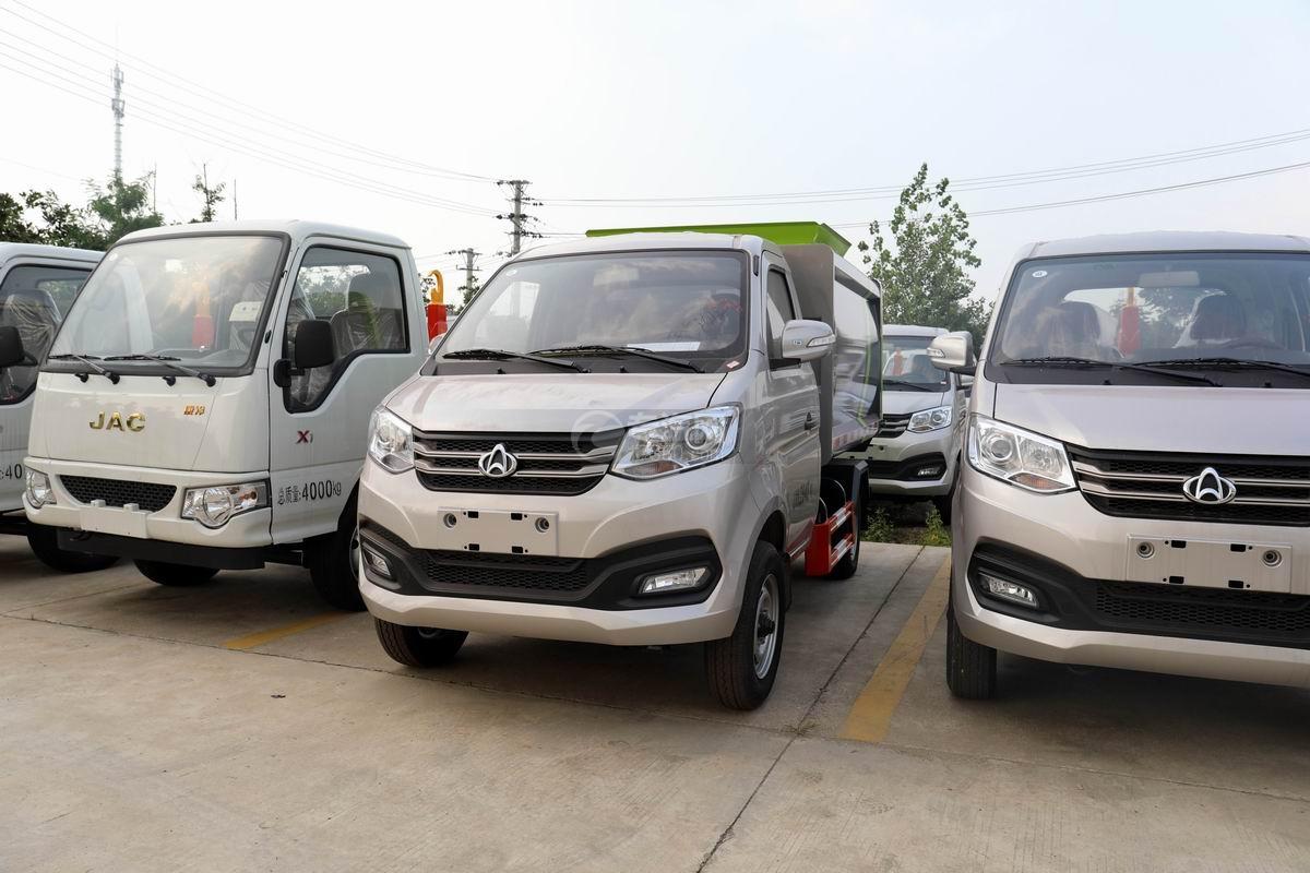 長安國六自裝卸式垃圾車