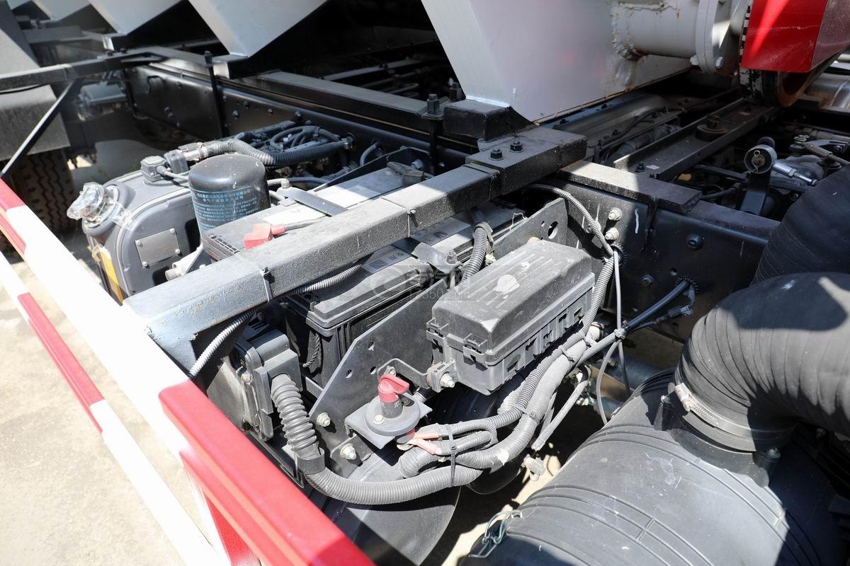 奥驰V3国六散装饲料运输车蓄电池