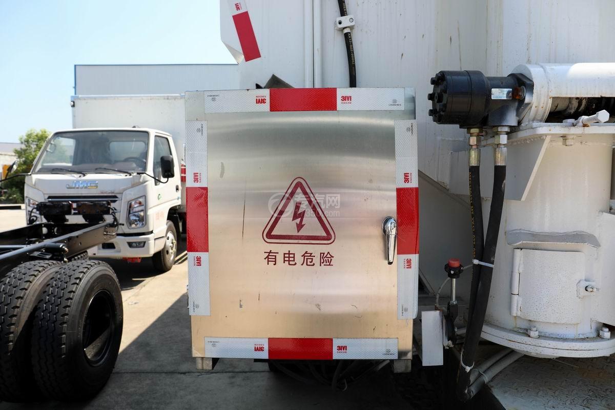 奥驰V3国六散装饲料运输车配电箱