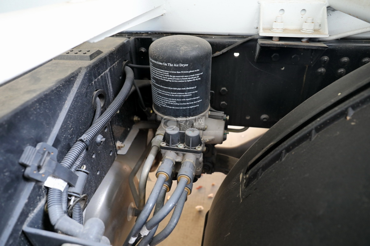 东风华神F5小三轴国五5.98方搅拌车细节