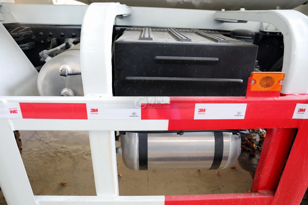 东风华神F5小三轴国五5.98方搅拌车蓄电池、储气罐