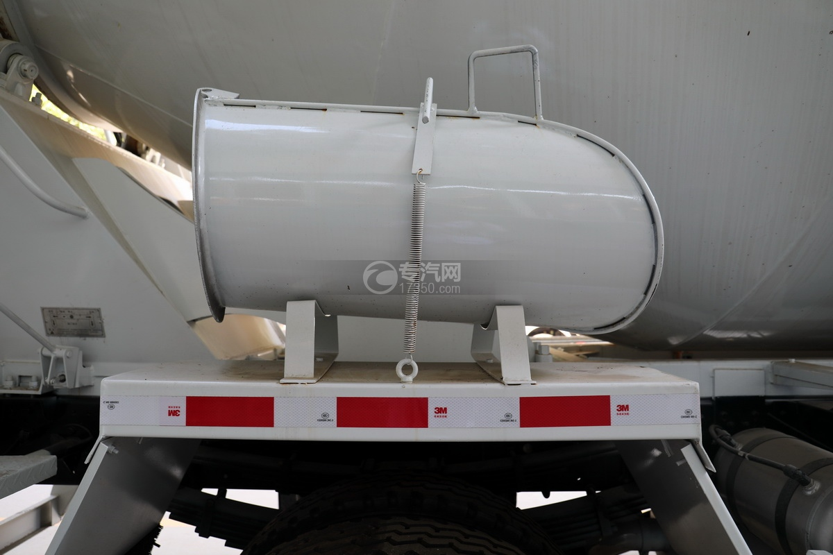 东风华神F5小三轴国五5.98方搅拌车辅助卸料槽