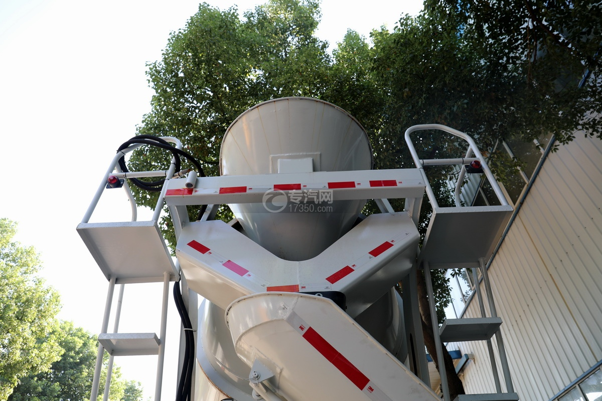 东风华神F5小三轴国五5.98方搅拌车进出料系统
