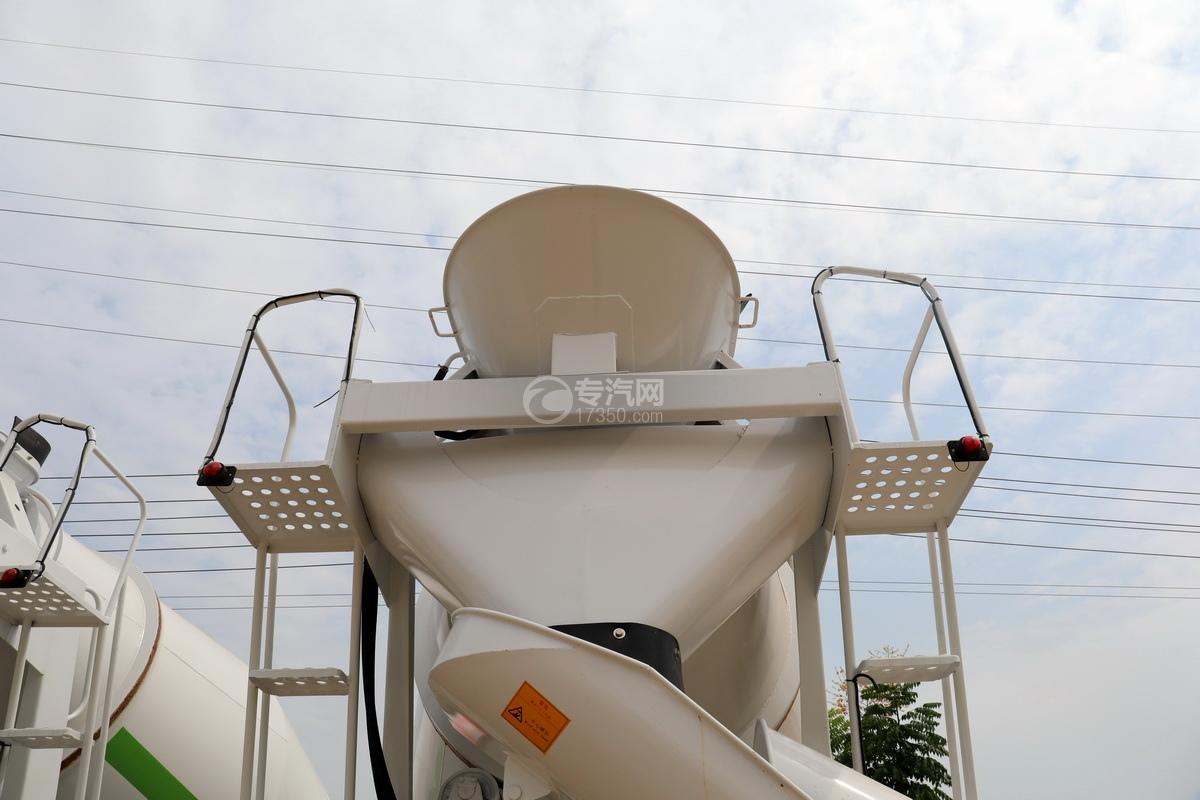 航天万山小三轴5.98方搅拌车进出料系统