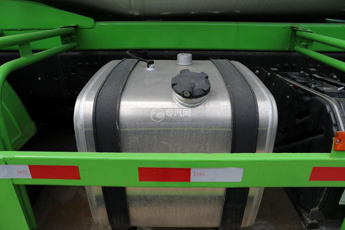 陜汽德龍新M3000前四后八國五7.6方攪拌車油箱