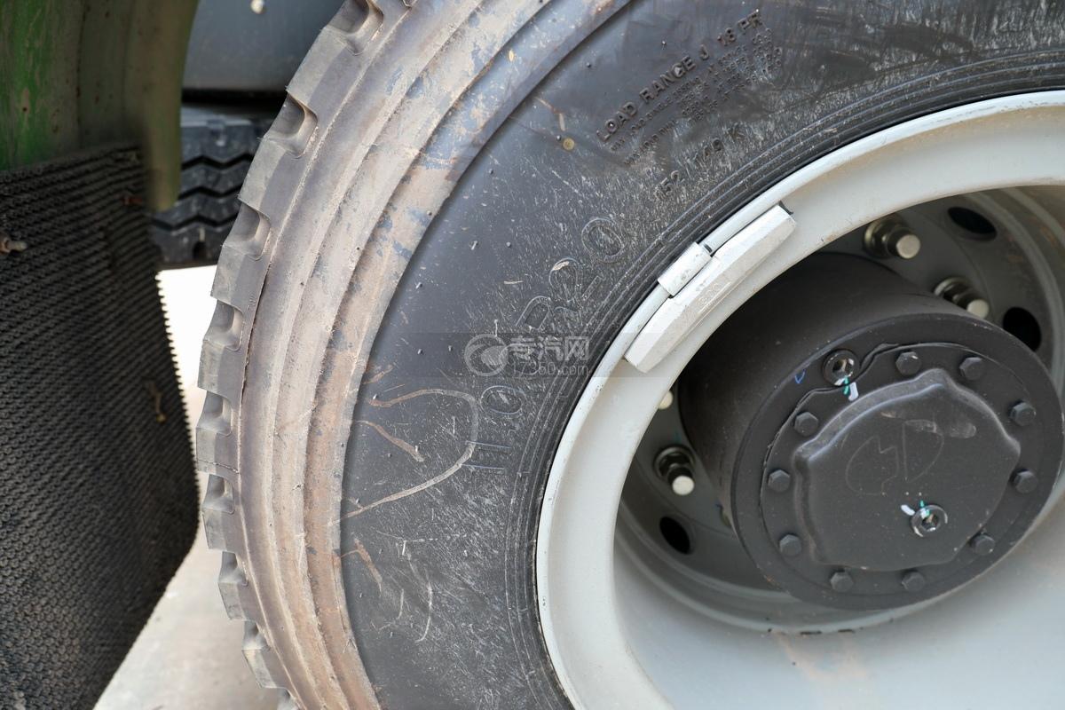陜汽德龍新M3000前四后八國五7.6方攪拌車輪胎細節