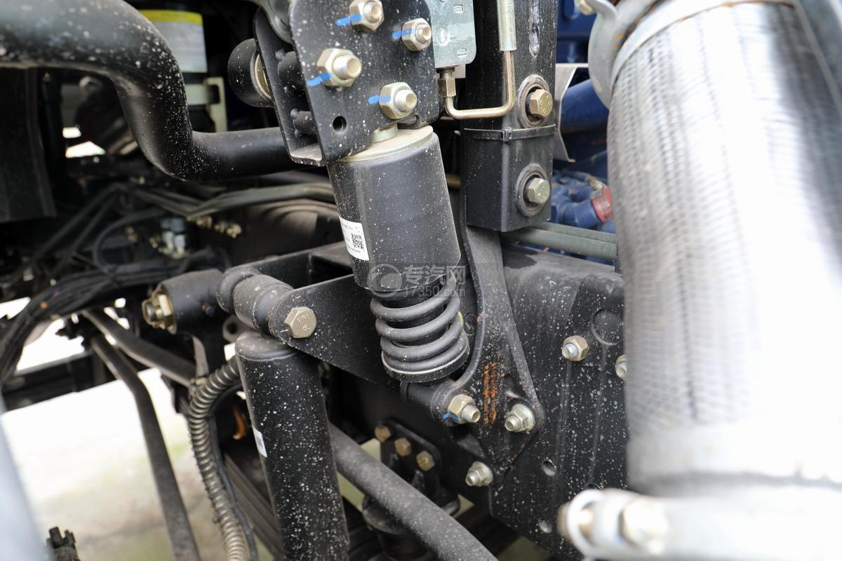陜汽德龍新M3000前四后八國五7.6方攪拌車駕駛室彈簧減震