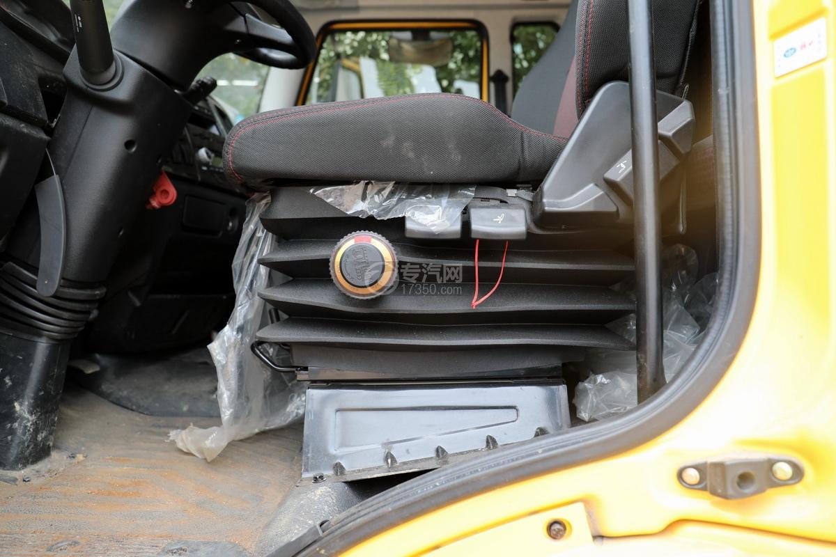 解放J6L单桥国五拖吊联体清障车(黄色)气囊主座椅