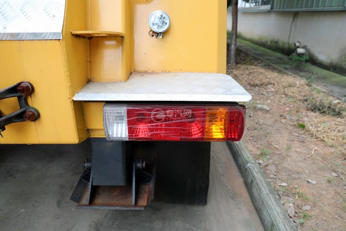 解放J6L单桥国五拖吊联体清障车(黄色)尾灯